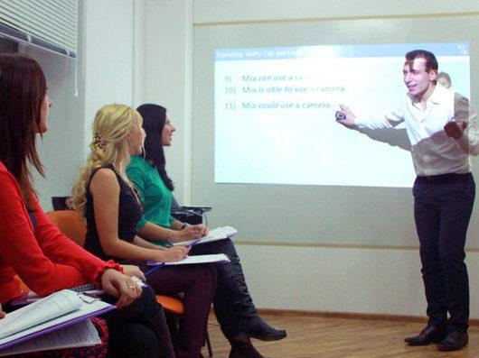 Преподаватель на курсах английского языка - Роман