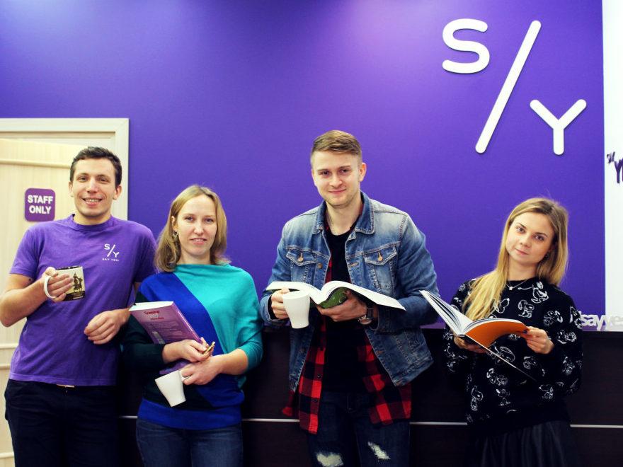 Группа студентов по английскому - преподаватель Роман